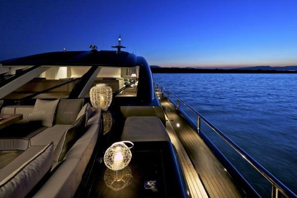 yacht-de-luxe-a-vendre-beige