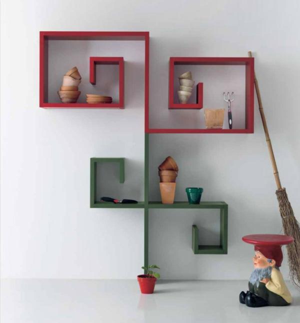 étagère-murale-design-et-un-tabouret-nain