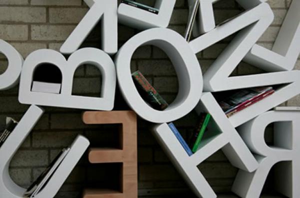 étagère-murale-design-lettres-décoratives