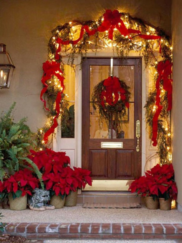 Dreamy-Door-Outdoor-Christmas-Lights-Decorating-Design-e1319576522473-resized