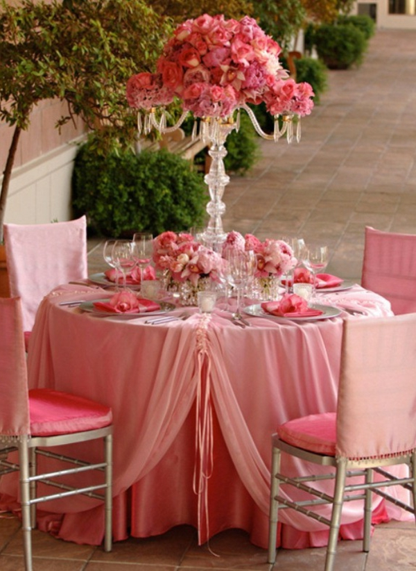 Elegant-pink-reception-table-decoration