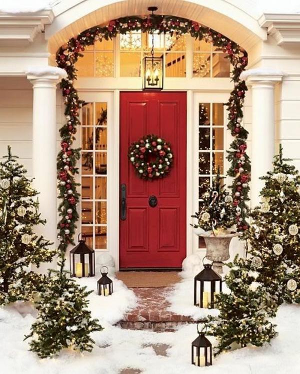 Entrance-Christmas-Decorating-Ideas-resized