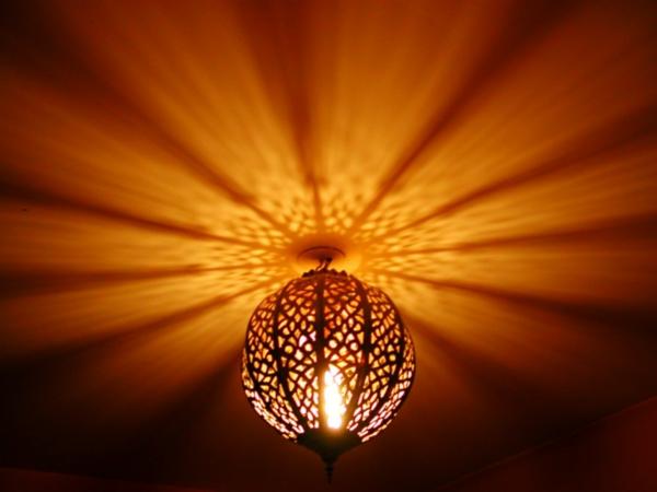 Morocco-eclairage-chambre-marocaine