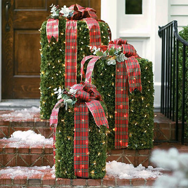 Outdoor-Christmas-Decorating-Ideas-With-Ribbon-Color-Red-resized