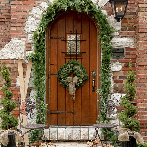 Outdoor-Christmas-Decorations-04-1-Kindesign-resized