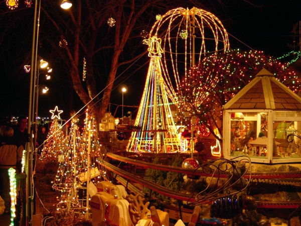 Outdoor-Christmas-Decorations-2-resized