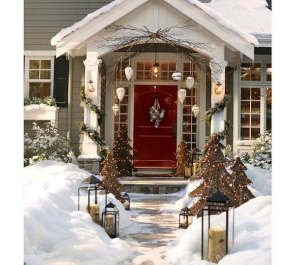 Outdoor-Christmas-Decorations-resized