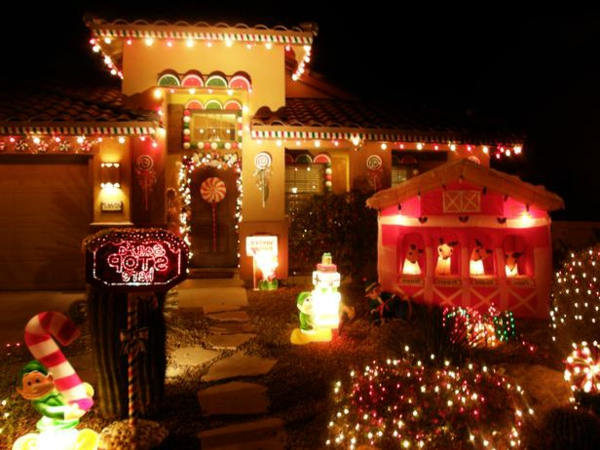 RMS_DebbieKennAZ-gingerbread-house-outdoor-Christmas-decorations_s4x3_lg-resized