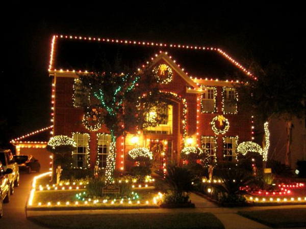 RMS_Maxine-extravagant-outdoor-Christmas-lights_s4x3_lg-resized