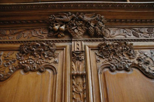 armoire-normande-avec-des-motifs