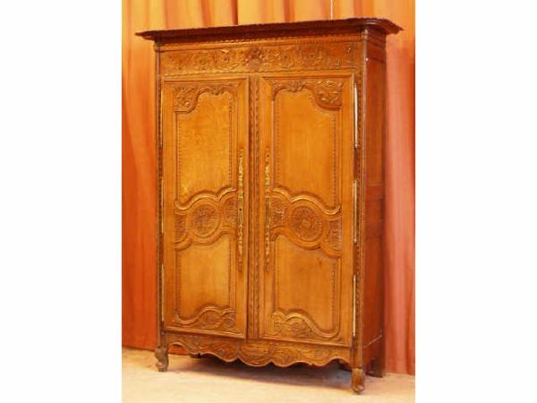 bois-claire-pour-armoire
