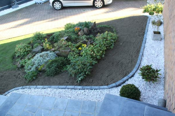 Bordure jardin pierre saint etienne maison design for Bordure de jardin castorama