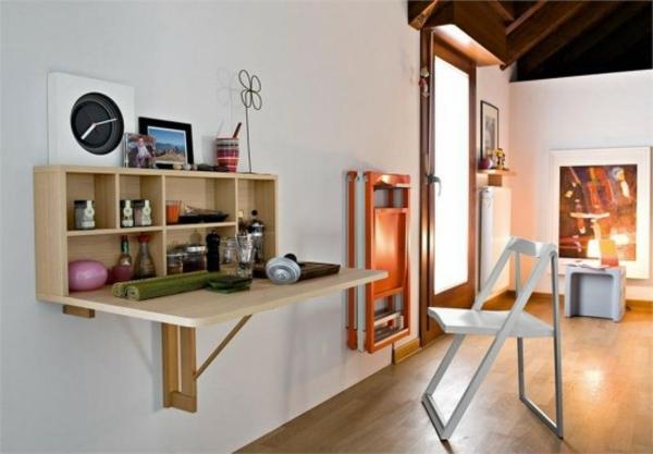 bureau-suspendu-bureau-avec-rangement-et-chaises-pliantes