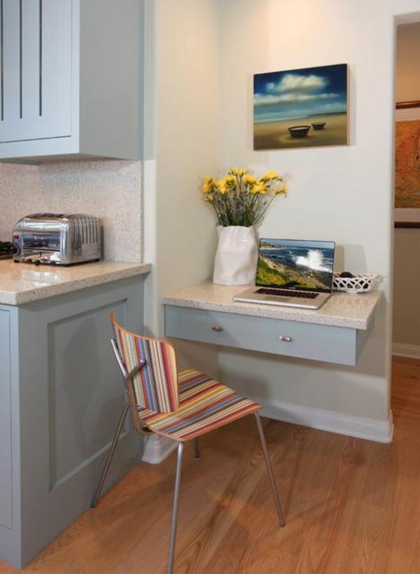 bureau-suspendu-dans-une-cuisine