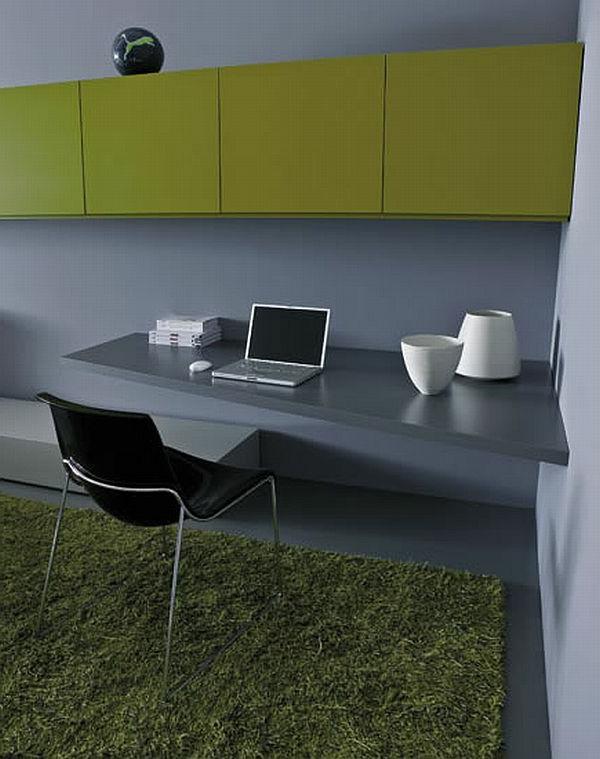 bureau-suspendu-gris-et-un-rangement-mural-vert