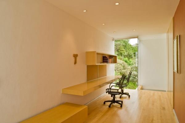 bureau-suspendu-parquet-stratifié-et-murs-clairs