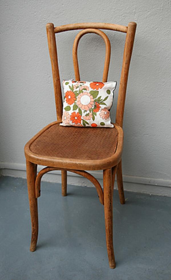 chaise-décoré-avec-coussin