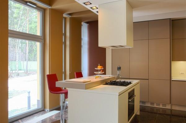 chaise-de-bar-rouge-cuisine-moderne-en-beige