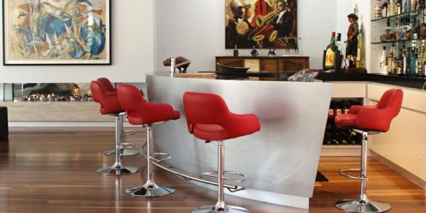 chaise-de-bar-rouge-et-art-moderne
