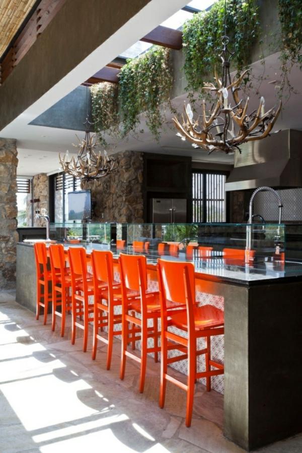 chaise-de-bar-rouge-une-cuisine-éclectique