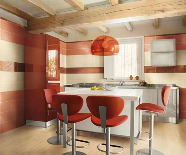 chaise-de-bar-rouge-une-grande-lampe-pendante-rouge