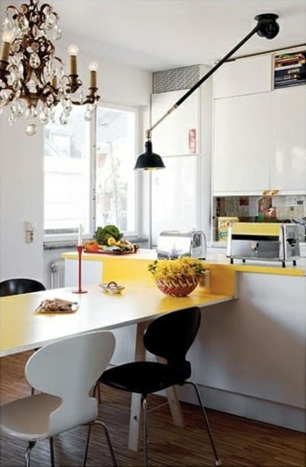 chaise-fourmi-chaises-dans-une-cuisine