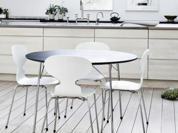 chaise-fourmi-cuisine-en-couleurs-claires