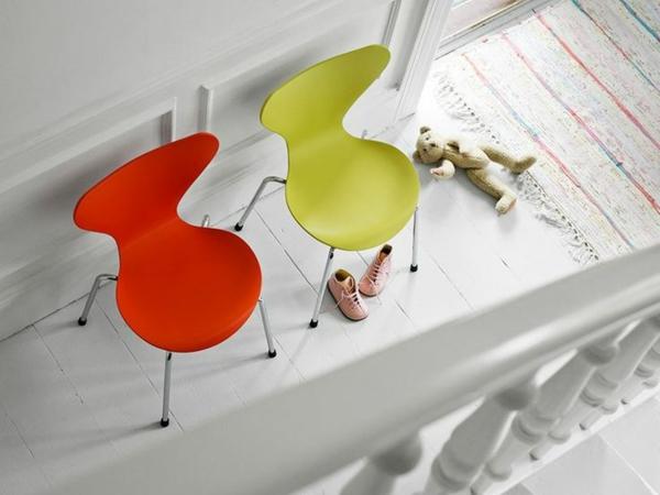 chaise-fourmi-deux-chaises-fourmi-colorées