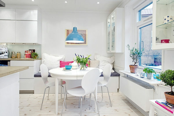 chaise-fourmi-lampe-pendante-bleue