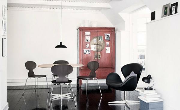 chaise-fourmi-lampe-pendante-noire