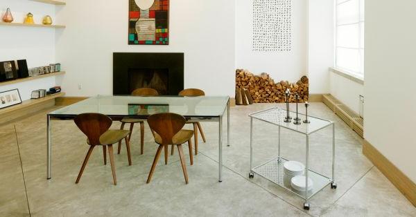 chaise-fourmi-quatre-chaises-fourmi-et-une-table-rectangulaire