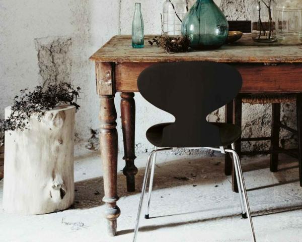 chaise-fourmi-un-décor-artistique