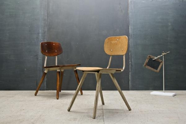 chaises-industrielles-deux-chaises-en-bois-industrielles