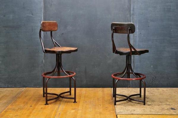 chaises-industrielles-deux-chaises-vintqge