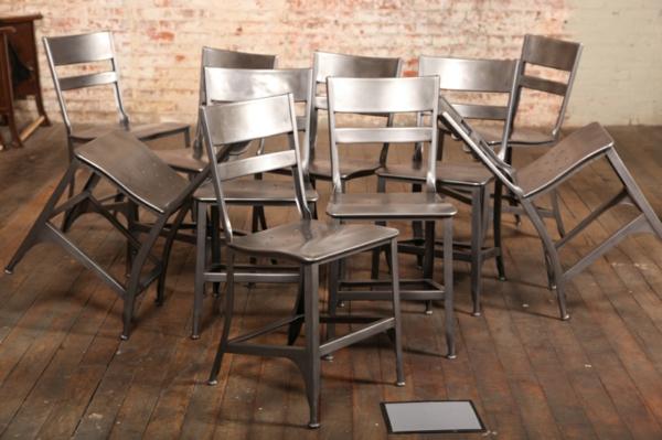 chaises-industrielles-plusieurs-chaises-industrielles-en-fer