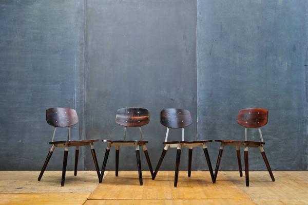 chaises-industrielles-quatre-chaises-industrielles