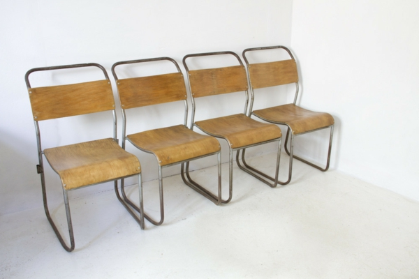 chaises-industrielles-quatre-chaises