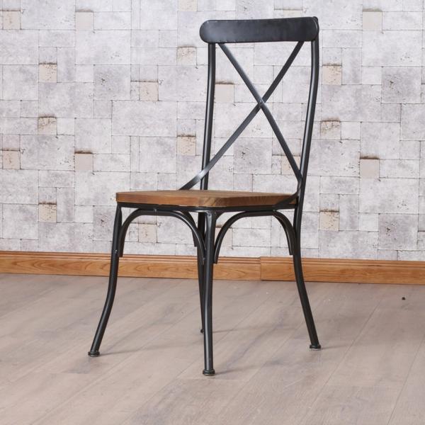 chaises-industrielles-une-chaise-rétro