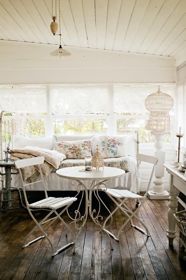 chaises-pliantes-chaises-subtiles-en-blanc