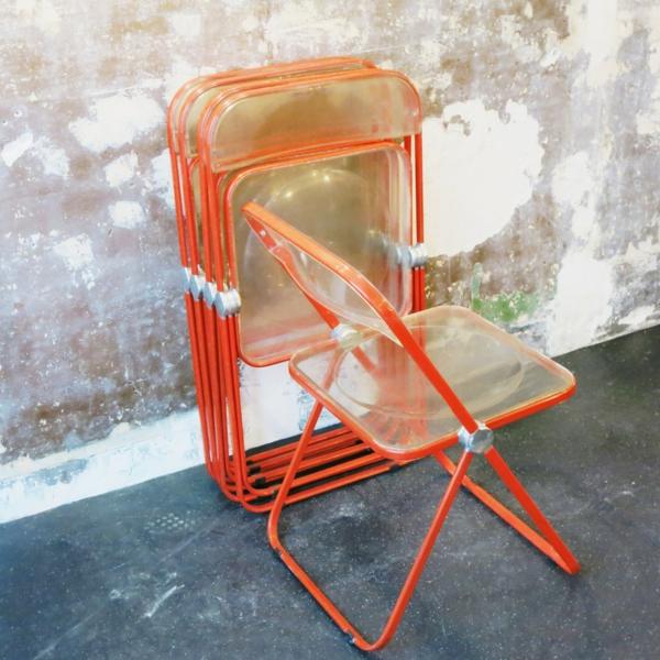 chaises-pliantes-oranges