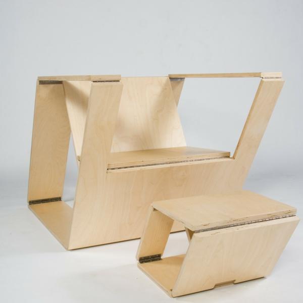 chaises-pliantes-une-chaise-et-un-tabouret