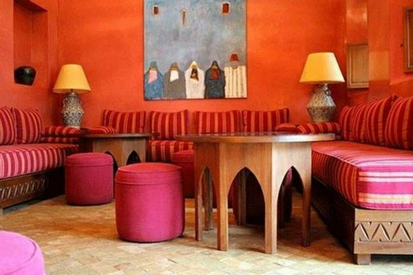 La d coration marocaine chez vous - Salon oriental au sol ...