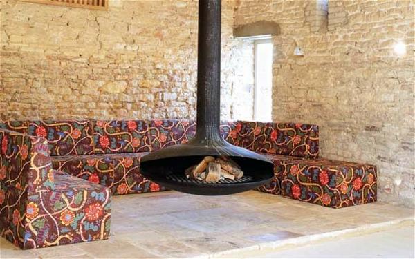 cheminée-suspendue-à-bois