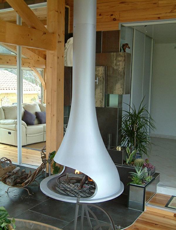cheminée-suspendue-et-intérieur-en-bois