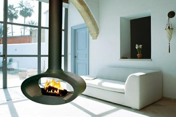 cheminée-suspendue-et-sofa-blanc