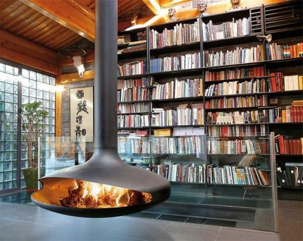cheminée-suspendue-ouverte-et-une-grande-bibliothèque