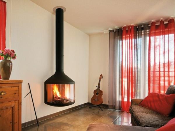 cheminée-suspendue-rideaux-rouges