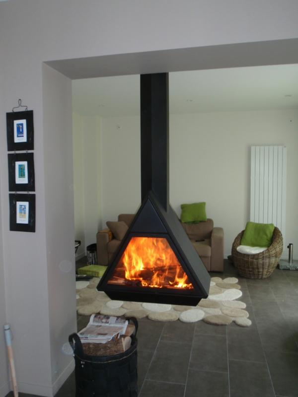 cheminée-suspendue-triangulaire