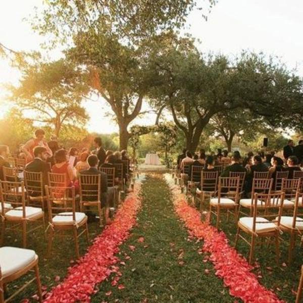 chemin-de-rose-pour-mariage