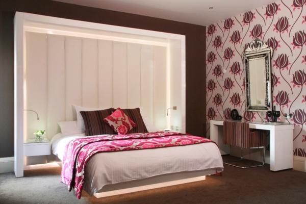 chevet-suspendu-chambre-à-coucher-papier-peint-floral